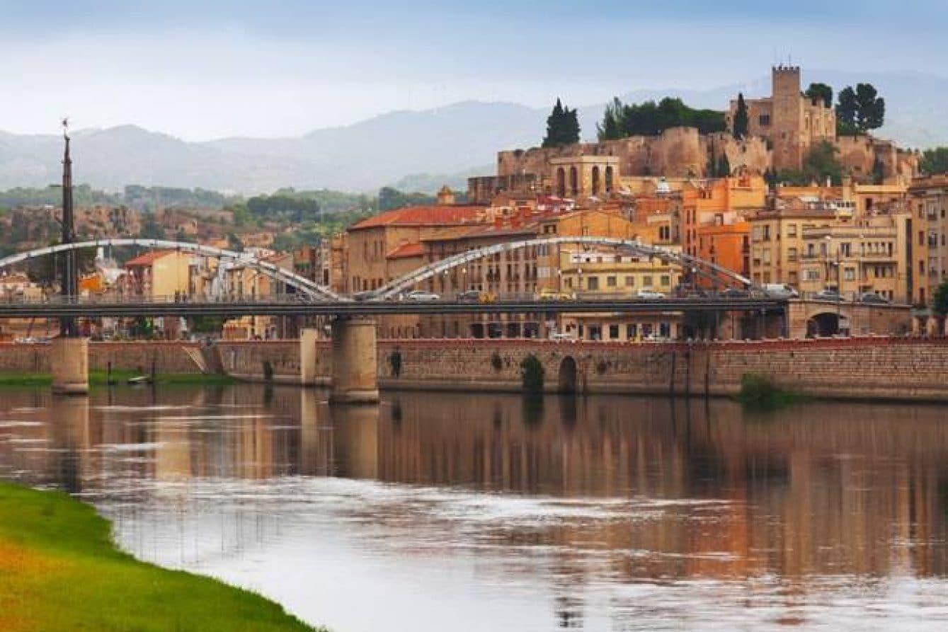 Armario a Medida Bajo Escalera en Tortosa